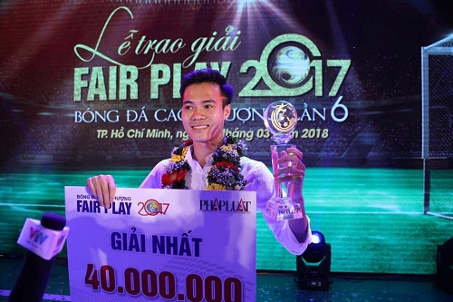 Văn Toàn đoạt giải thưởng Fair Play năm 2017
