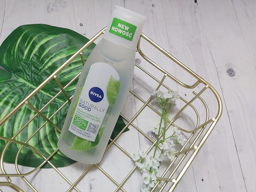 nivea naturally good refreshing toner