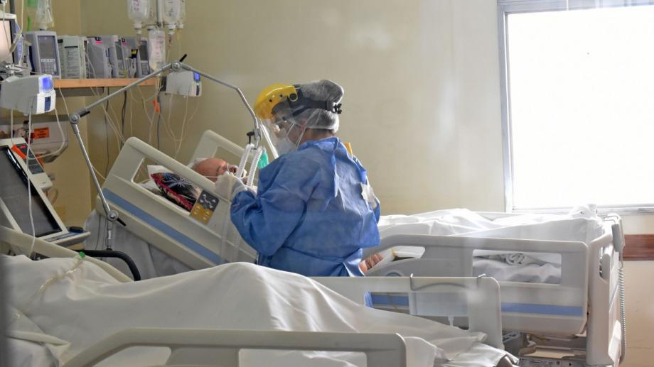 """Neuquén: ante la """"ocupación plena"""" de camas de terapia intensiva, extienden una semana las restricciones"""