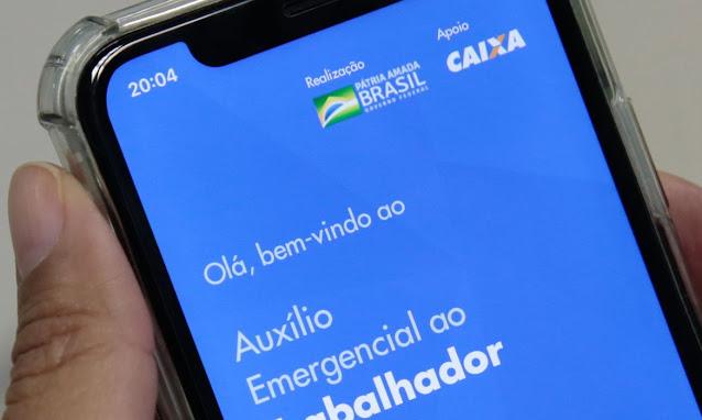 Auxílio emergencial terá duas novas parcelas de R$ 300