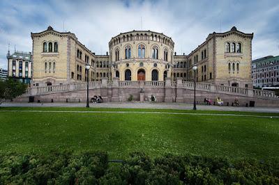 منح ممولة بالكامل بقيمة NOK 240,000 مقدمة من كلية بي لدراسة البكالوريوس في النرويج