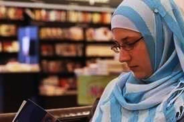 Diajari Kebencian Terhadap Islam Sejak Kecil, Wanita Ini Justru Menjadi Seorang Muslimah