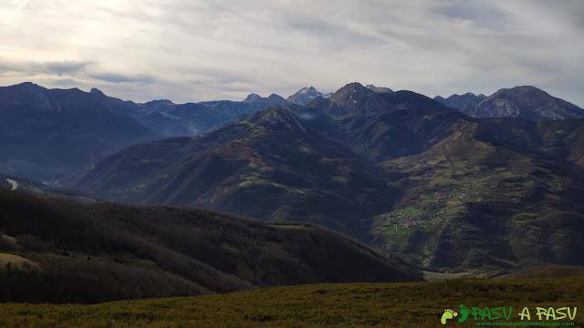 Vista hacia las Ubiñas desde el Curuchu Braña