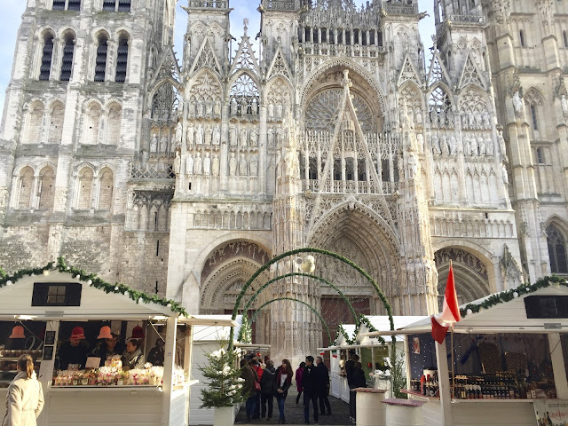 christmas market in france, christmas market in rouen, christmas market guide, fall in rouen, travelling to rouen