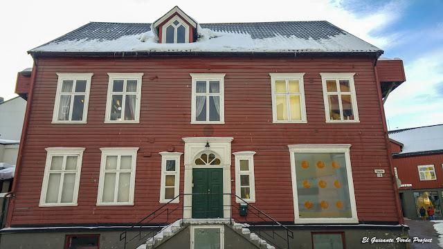 Casas de Sjøgata, Tromsø - Noruega, por El Guisante Verde Project
