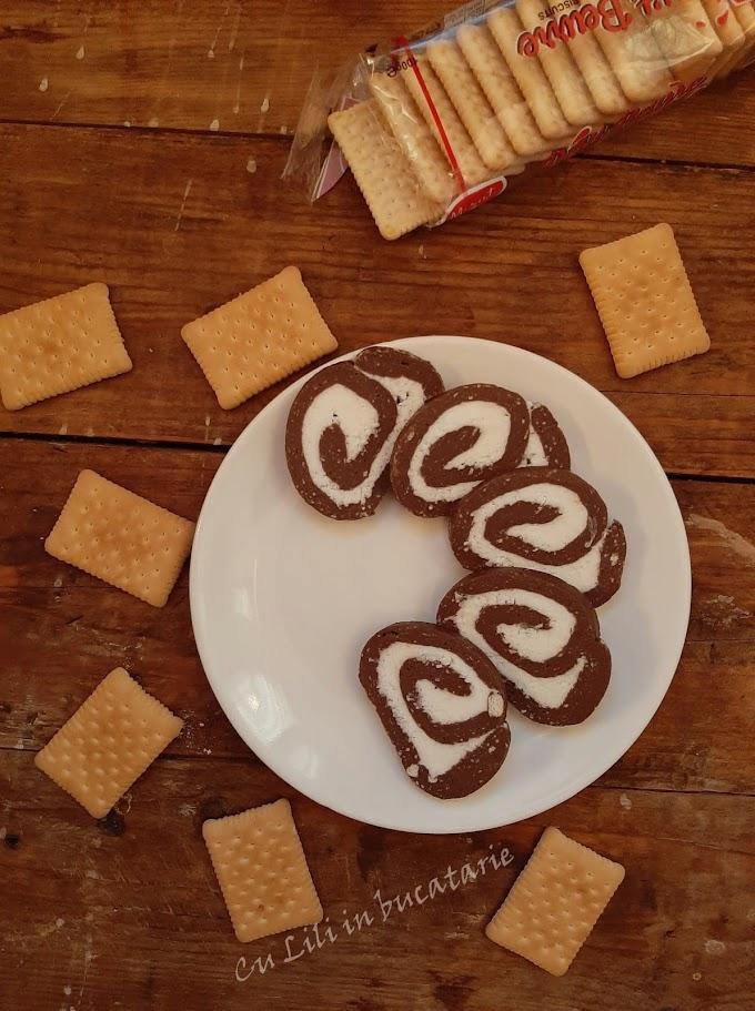 Rulada de biscuiti cu unt si nuca de cocos
