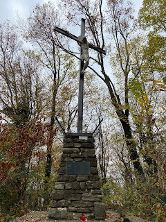 The cross at Monte Gussa.