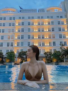 Hoa hậu Đỗ Mỹ Linh chăm khoe ảnh bikini táo bạo
