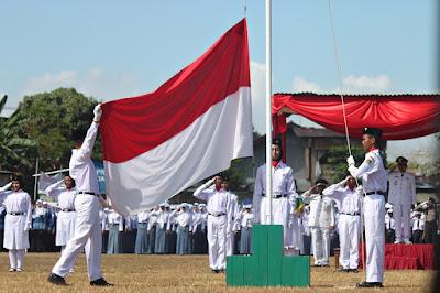 Siapa Pengibar Bendera Merah Putih Pertama Kali