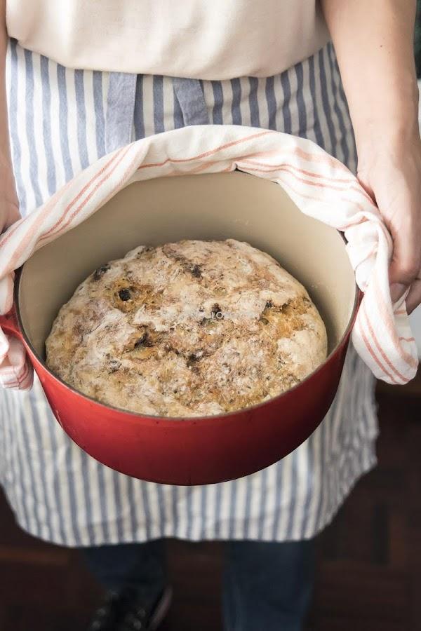 Este es el pan más fácil del mundo (pan sin amasar de cranberrries y semillas)
