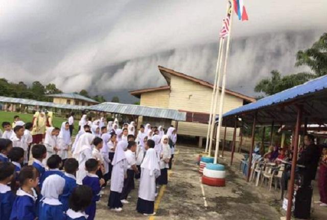 Formasi Awan Luar Biasa Gemparkan Penduduk Pantai Barat Sabah (4 Gambar)