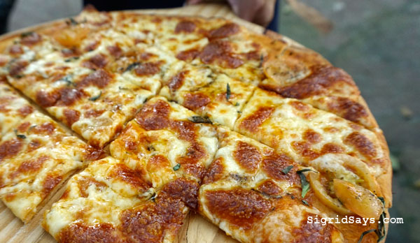 Punong Gary's Place - Silay City restaurants - Bacolod blogger - Silay restaurants - Negros Occidental - Punong Gary's Place menu - Punong Gary's Place location - destination restaurant - destination dining - Silay airbnb - family picture with pizza margherita