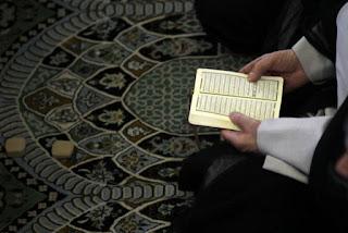 Aqidah Syiah: Sujud di atas Turbah Husain Menembus Tujuh Hijab