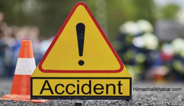 तीखे मोड़ पर चलती जीप का दरवाजा खुलने से चालक नीचे गिरा, अस्पताल ले जाते मौत