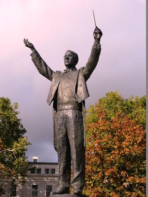 Statue of Gustav Holst conducting