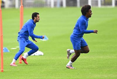 Tạm gác tương lai, Willian và Pedro chơi đẹp với Chelsea