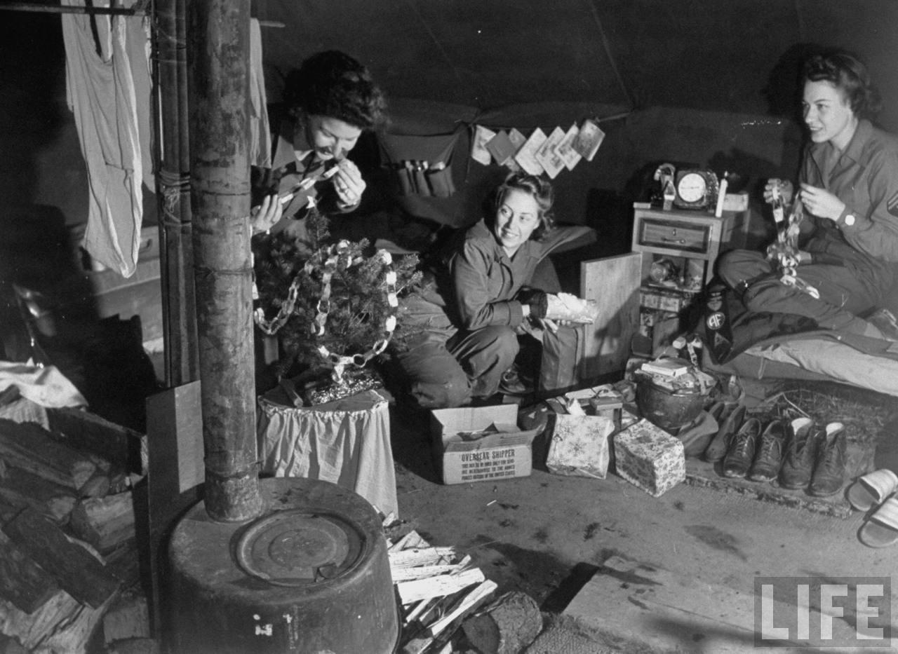Two Christmas War World