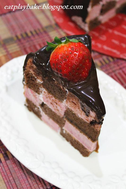 貓兒的天空: 巧克力草莓格子蛋糕 Chocolate Strawberry Checkerboard Cake