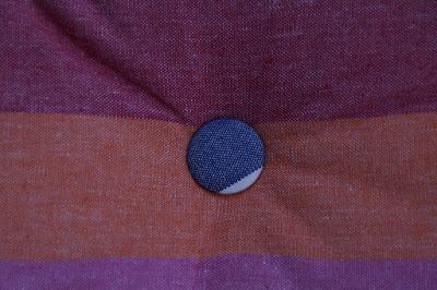 aguja larga para poner botones en tapizados