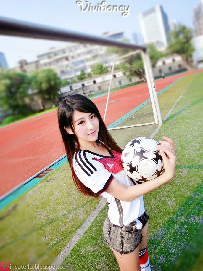 2 Xia Xiaowei - 2014 World Cup football baby - very cute asian girl-girlcute4u.blogspot.com