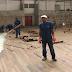 Ginásio de Esportes recebe piso de madeira na quadra