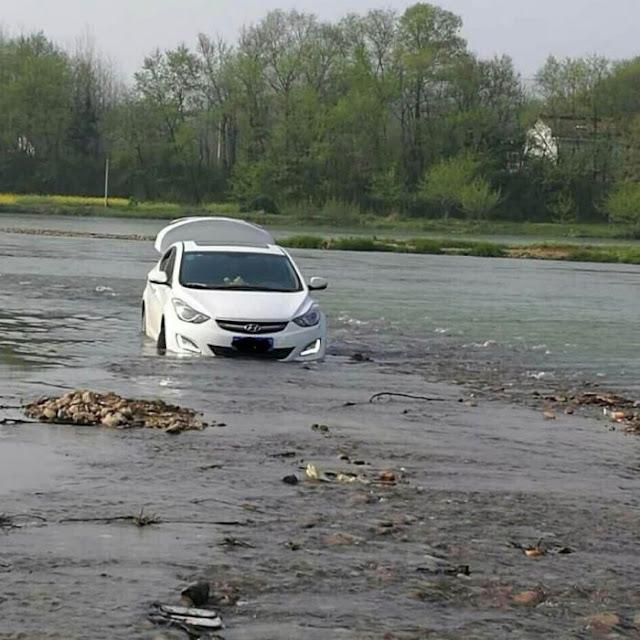 Genio de la tecnología; se mete a un rio porque el GPS se lo dijo