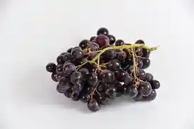 Benefits of eating black grapes