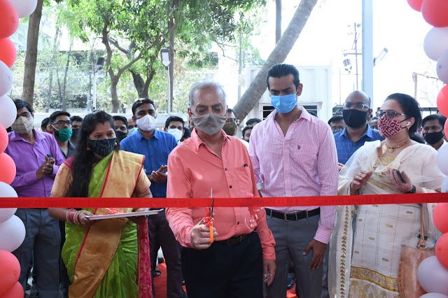 Mr. Gulu Menda, Managing Director and Mr. Drupad Menda, Director, JMD Isuzu inaugurates the new service facility in Navi Mumbai