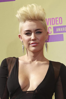 Miley Cyrus new short blonde hair