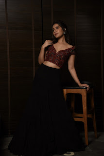 Raashi Khanna Beautiful Photos In Maroon Color Blouse And Black Lehenga