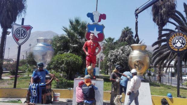 Bức tượng thảm họa của 'bom xịt' M.U bị đập nát mặt 7