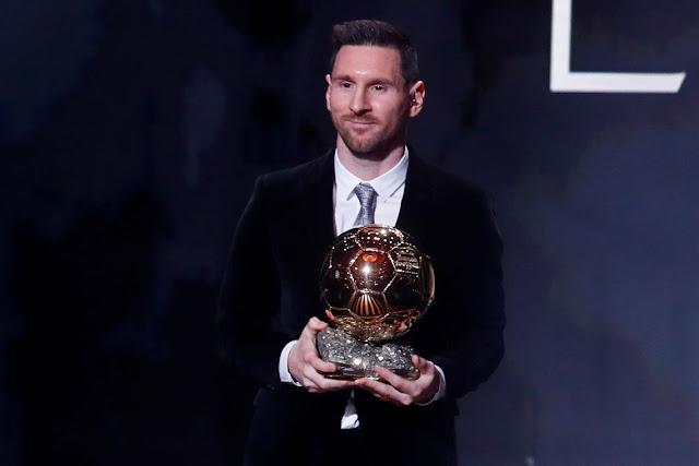 Messi conquista Bola de Ouro pela sexta vez. REUTERS / Christian Hartmann