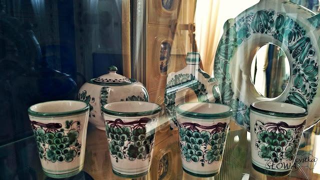 wzory winne na tradycyjnej slowackiej ceramice