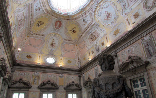 Teto e clarabóia do Paço Episcopal da Sé do Porto