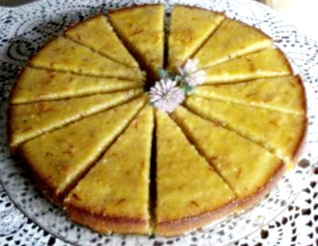 Moist lemon cake with saffron by Laka kuharica: cut the cake into eaqul parts