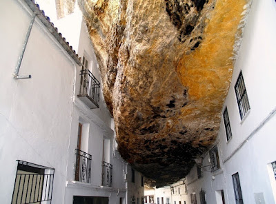 Grad koji živi ispod kamena.