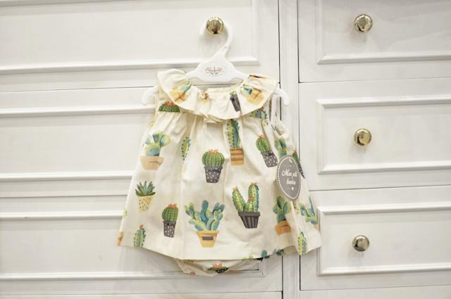vestido con ranita blanco hueso con cactus verdes