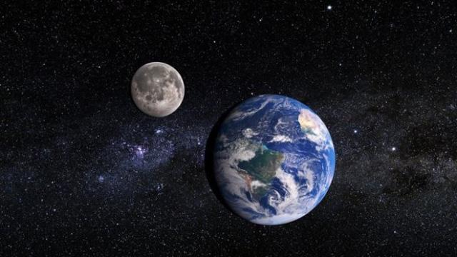 bulan Menjauh perlahan dari bumi