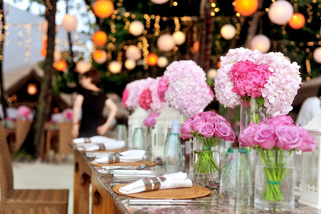 Stock photo of wedding reception correlating with blog post about tips to consider when selecting wedding reception site.