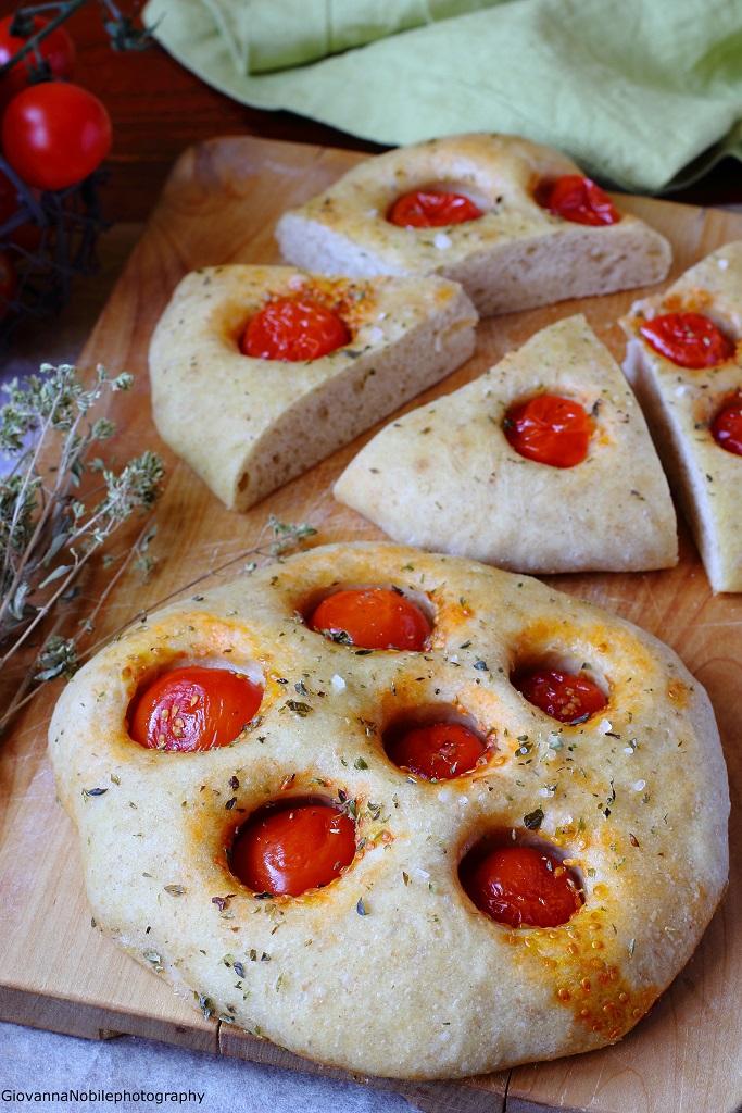 Focaccia semi integrale 2 con pomodorini Pachino