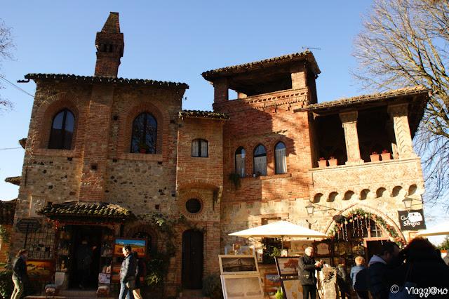 Abitazioni nel borgo medievale di Grazzano
