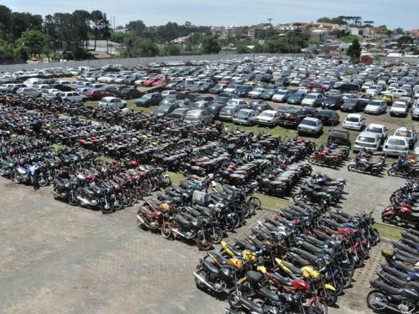 Leilão do Detran-CE tem lance inicial de R$ 300 para moto e R$ 2,5 mil para carro