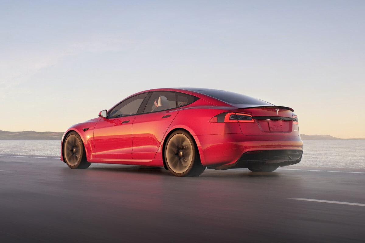 Tesla Model S plaid rojo