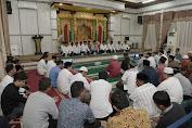 Masyarakat Bertakziah untuk Ibunda Mertua Plt Gubernur Aceh