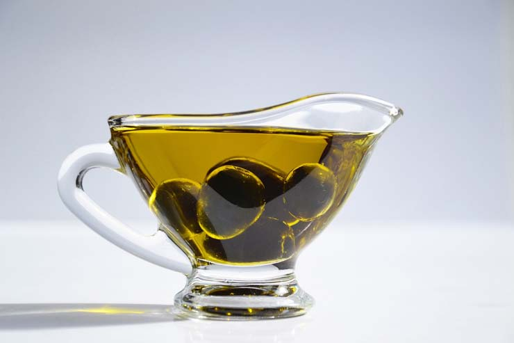 Olive oil decreases the risk of heart attack