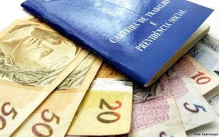 Governo sugere fim do abono salarial do PIS e revisão do mínimo