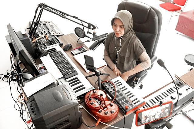 PENGISI SUARA DUBBER VOICE OVER INDONESIA PEREMPUAN WANITA CEWEK