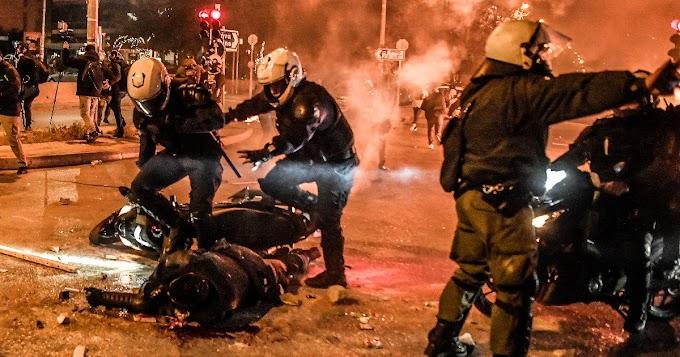 Erőszakba torkollott a rendőri erőszak elleni tüntetés Athénban
