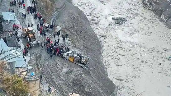 केंद्र का कहना है कि उत्तराखंड के अन्य गांवों के लिए कोई खतरा नहीं है;  यूपी में अलर्ट