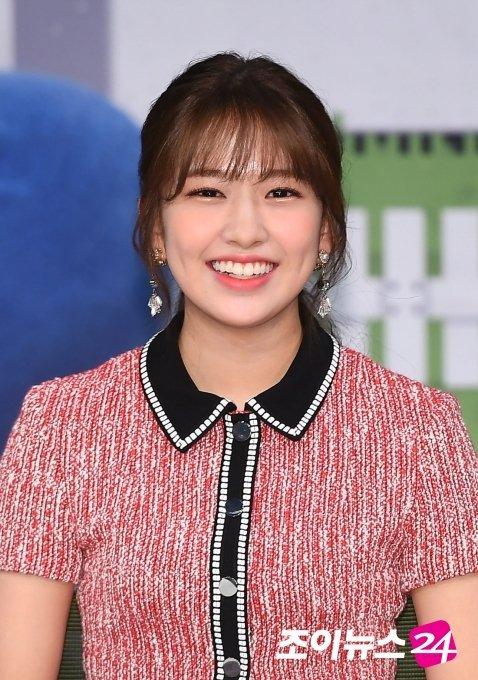 IZ*ONE Yoojin ailesinin desteğiyle liseyi bıraktı